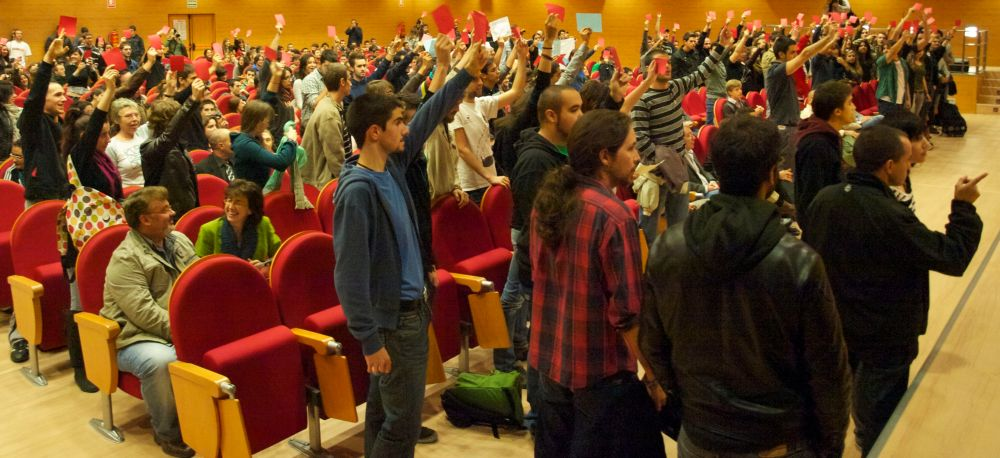 Pablo Iglesias supervisa a los estudiantes que encabezan el boicot